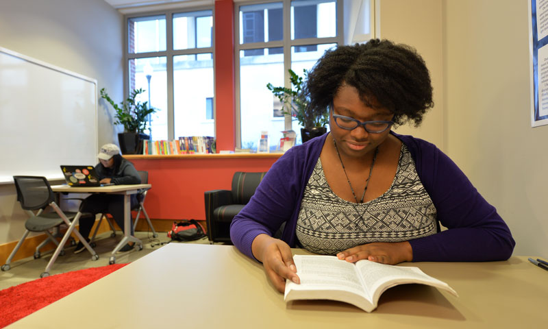 Bianca Lee '18 in resource library