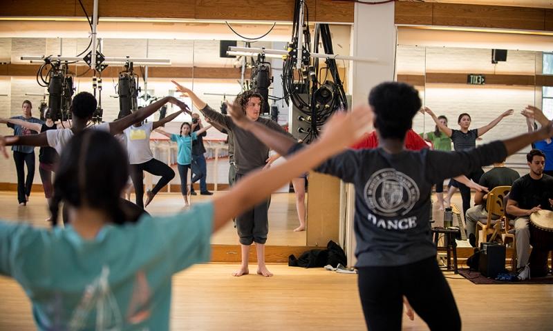 Visiting dance professor Michael Morris with class in Doane Dance studio.