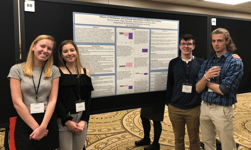 Students at Midwestern Psychological Association conference