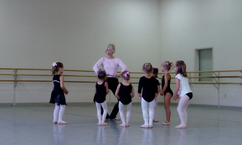 Connie Bergstein Dow '73 teaching ballet