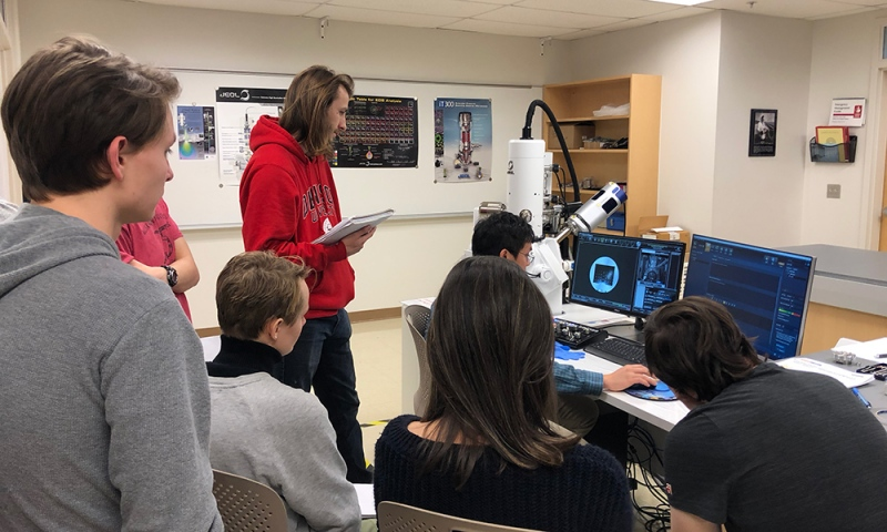 Denison students and faculty utilizing the JEOL Scanning Electron Microscope