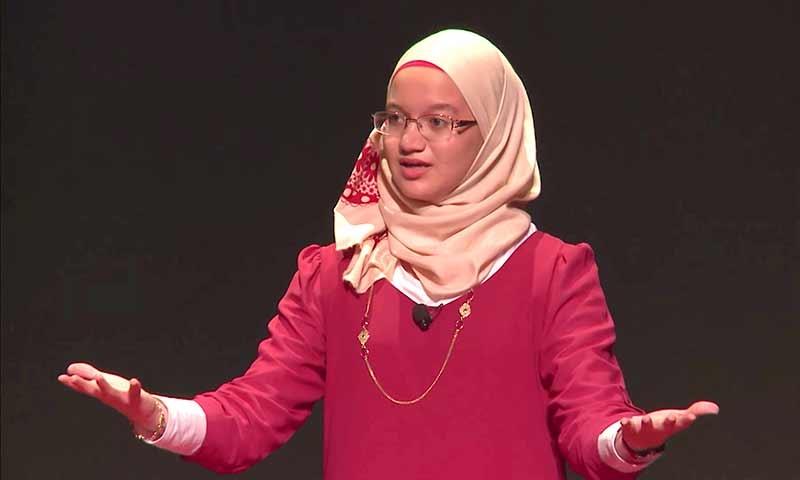 Sara Abou Rashed on stage