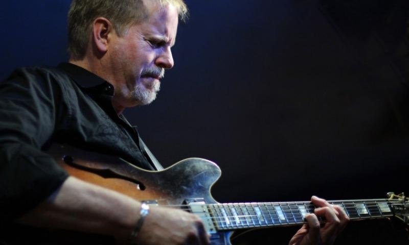Photo of guitarist Dave Stryker
