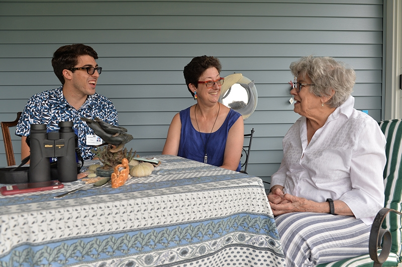 Ponce talking with Cheryl McFerren and her mother, Kendal