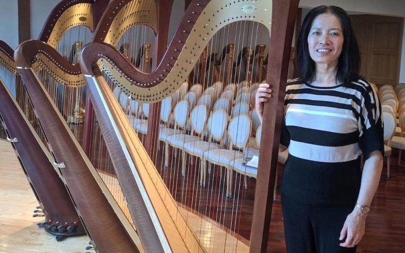 Ni Yan with new Harp