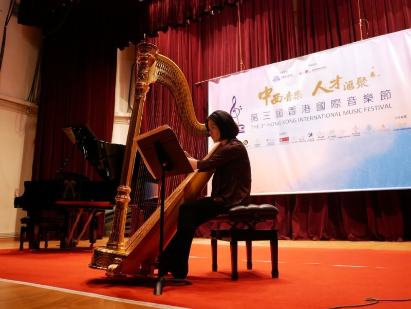 ni yan perform solo in recital