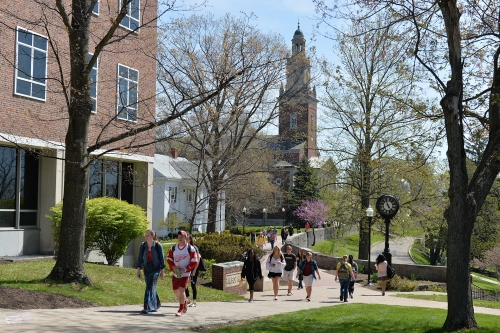 Students walking from chapel walk to academic quad