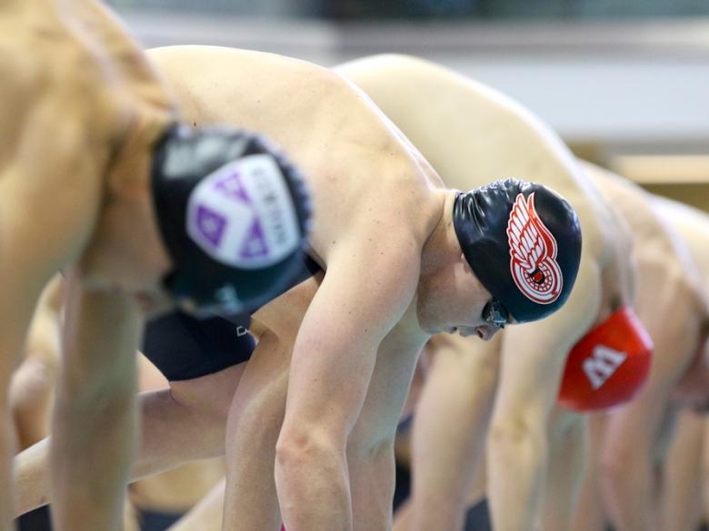 Men's Swimming - stretching