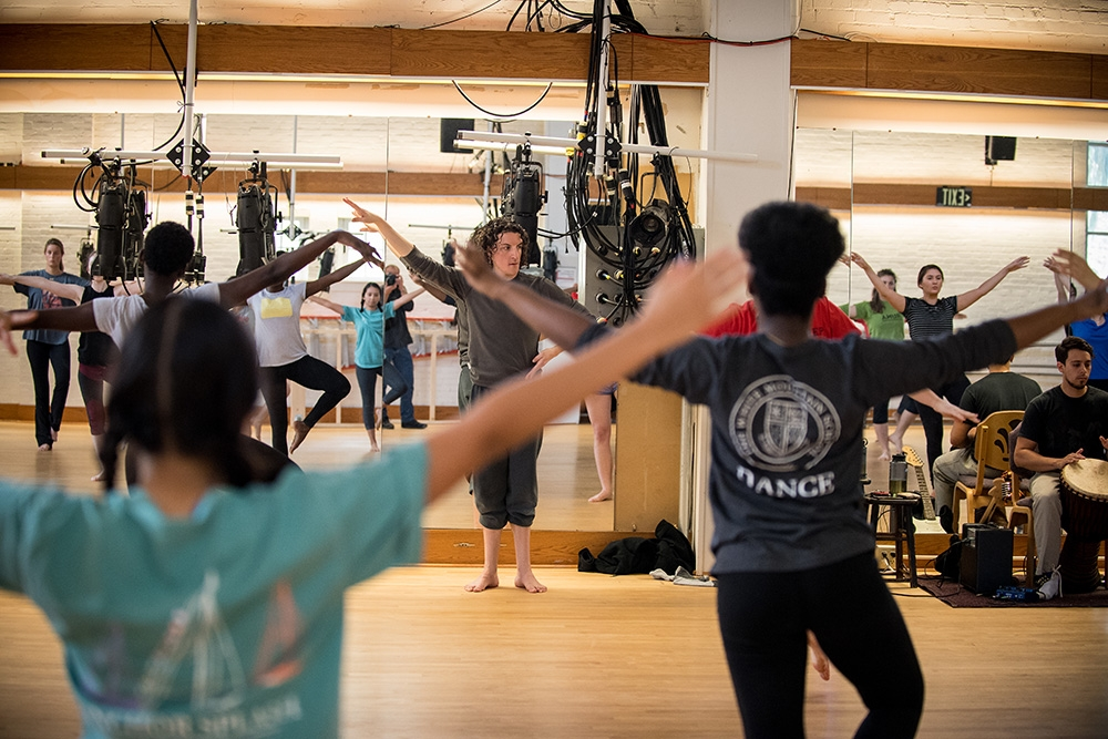 Visiting dance professor Michael Morris with class in Doane Dance studio.